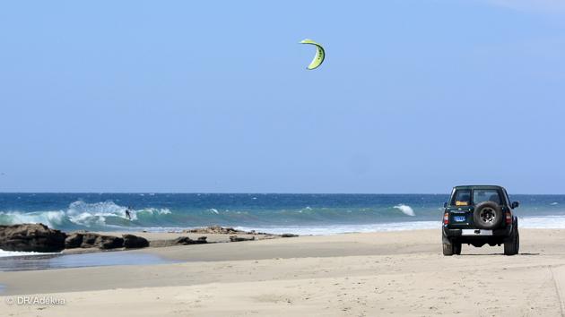 Kitesurf sur les vagues du Pérou, à Mancora