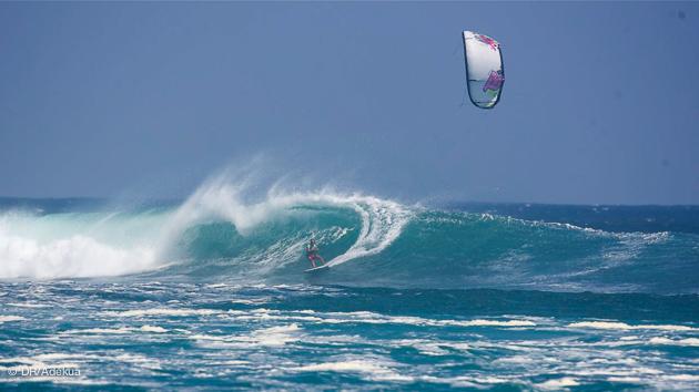 vagues de rêve pour le kitesurf à Sumbawa près de Bali