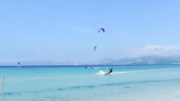 Les plus beaux spots de kitesurf pour votre séjour à Hyères