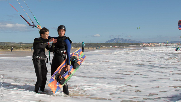 Coaching privé en toute sécurité pour perfectionner votre technique kitesurf à Tarifa