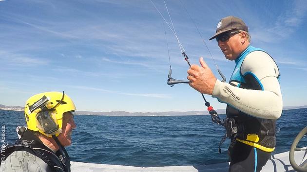 Semaine kite sur un catamaran, avec cours, au départ de Hyères  !