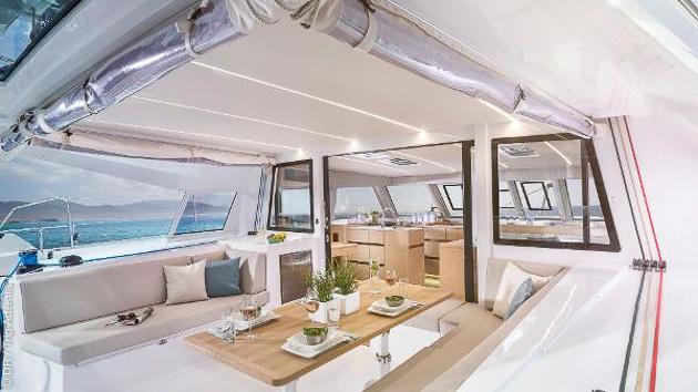 votre catamaran tout confort pour un séjour de luxe dans les Cyclades