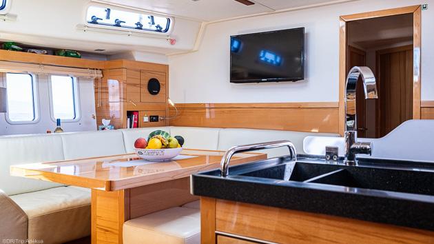 Profitez de tout le confort de notre voilier pour votre séjour kitesurf