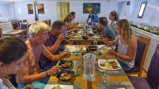 Profitez du confort de notre bateau de croisière et savourez notre cuisine