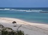 Faux Cap, un lagon immense et une grande plage de sable blanc - voyages adékua