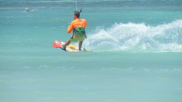 Progressez en kitesurf sur les meilleurs spots de Hyères