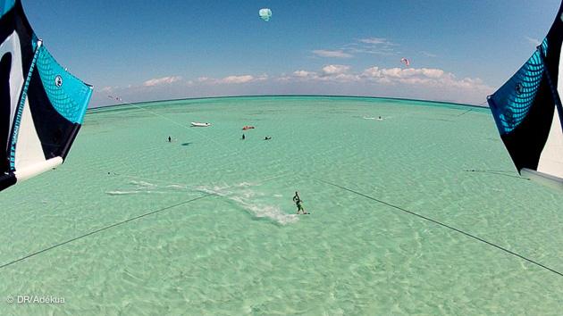 kite sur le lagon de la mer rouge à el gouna