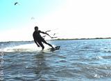 Apprenez ou progressez en kite sur les spots du Sud de la France - voyages adékua