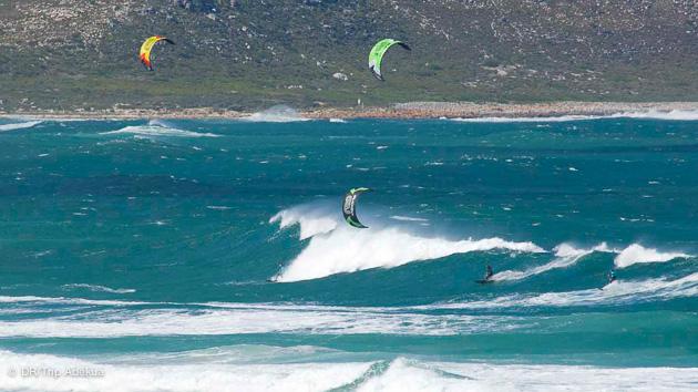 Progressez en kitesurf dans les vagues de Cap Town en Afrique du Sud