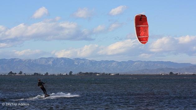Différents types de planches de kite pour naviguer sur les plans d'eau espagnols, dans la région du Delta de l'Ebre