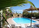 Vous logez dans un petit hôtel à Essaouira, avec piscine et restaurant, face à la plage - voyages adékua