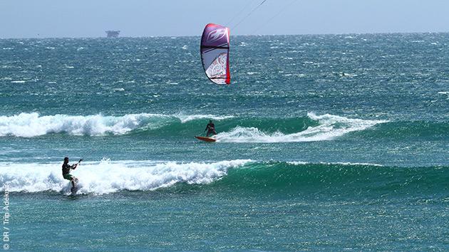 Coaching kite dans les vagues de Mancora, avec un guide français