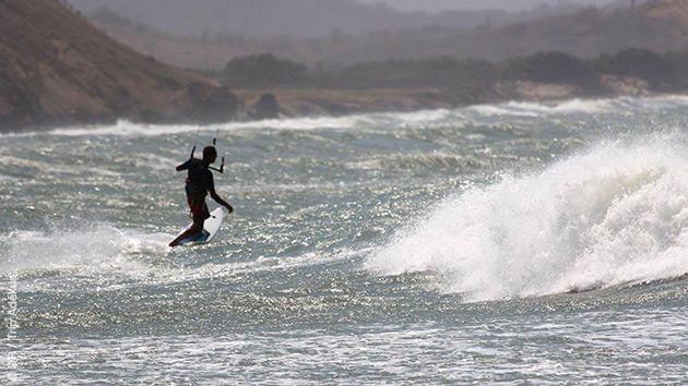 kitesurf dans les vagues de Colombie