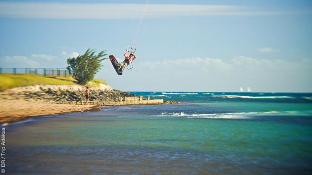 Kite freestyle sur les spots flat ou sur les vagues de Ouano en Nouvelle Calédonie