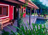 Votre superbe suite dans une pousada située en plein cœur du village de Pontal , dans une oasis de fraîcheur - voyages adékua
