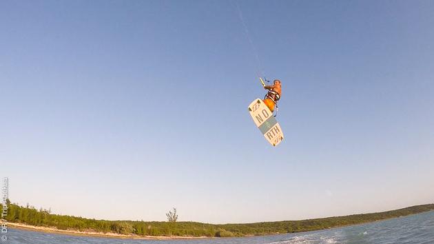 Vacances kite sur la plage, avec hôtel et location de matériel, à Cat Island aux Bahamas