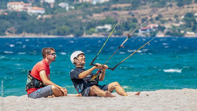 Des conditions de vent idéales pour la pratique du kite, en autonome ou en cours, en Grèce