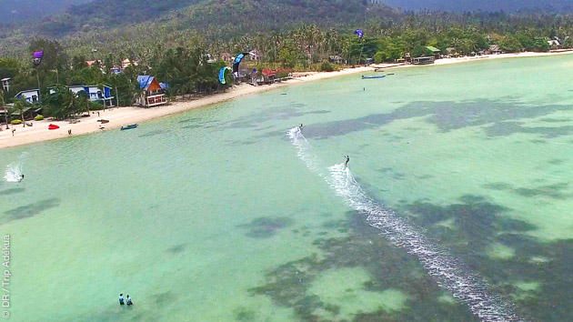 Kitesurf en Thailande sur la splendide lagune de Baan tai Beach, à Koh Phangan
