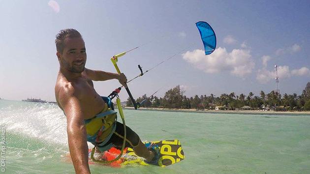 Apprendre ou perfectionner son kite avec un moniteur diplômé sur le spot de Baan Thai Beach à Koh Phangan