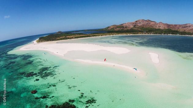 Mer turquoise, sable fin et conditions idéales pour le kite pour ce séjour coaching à Boracay (Philippines)