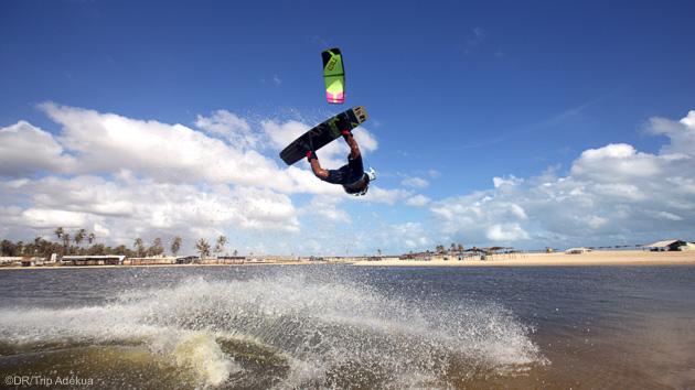 Progressez en kitesurf dans les vagues du Brésil