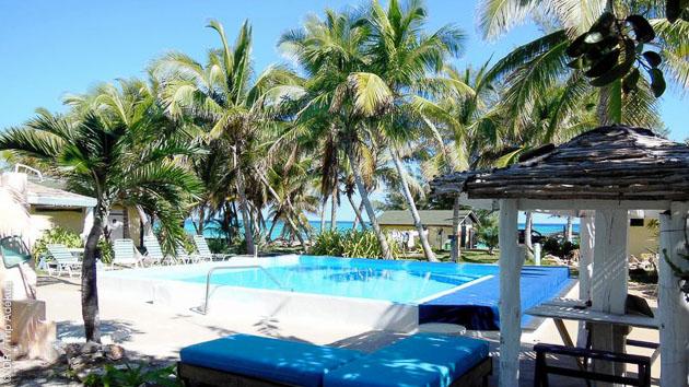 Face à une plage de sable rose, un cadre idyllique pour cette semaine de stage de kitesurf à Cat Island, aux Bahamas