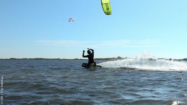 stage de kitesurf sur l'étang de Thau ouau Salagou, avec hébergement à Canet