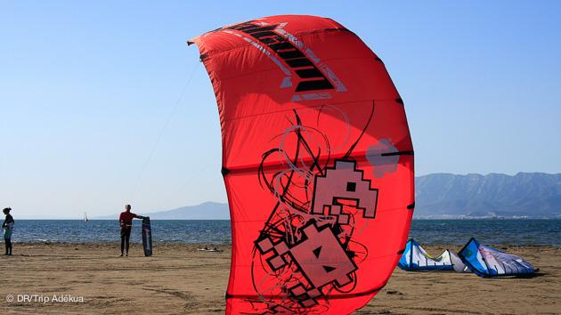 Décollage en kite foil pendant ce séjour avec matériel et hébergement en Espagne, sur le Delta de l'Ebre