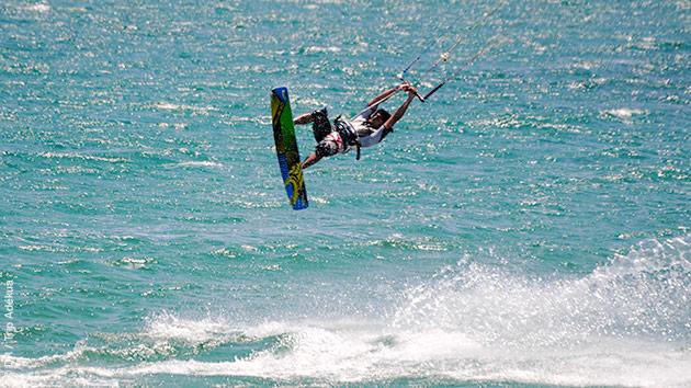 Débutants ou expérimentés, des superbes vagues vous attendent sur les spots de Mancora pour ce stage kite