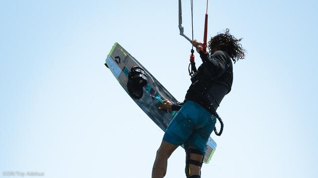 Progressez avec les cours de kitesurf pendant vos vacances en Sicile