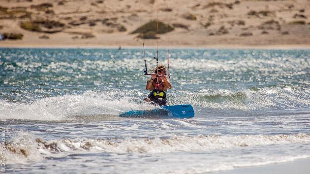 Progressez en kitesurf dans les vagues de Tenerife aux Canaries