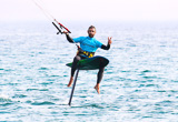 Votre stage de kitefoil à Tarifa avec cours et matériel inclus - voyages adékua