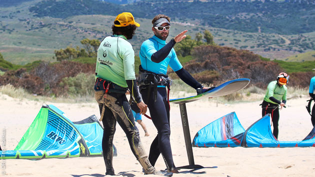 Tous les conseils de nos moniteurs diplômés pour progresser en kitefoil