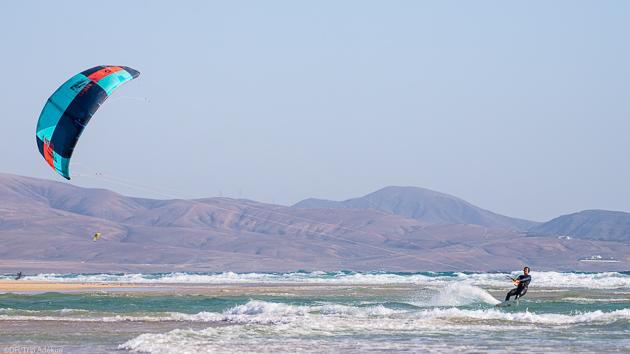 Votre séjour kite dans les plus belles vagues de Fuerteventura