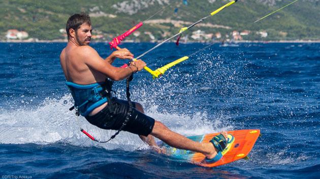 Progressez en kite avec des cours pendant votre séjour en Croatie