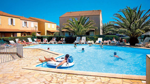Profitez de la piscine de votre résidence de vacances entre deux sessions kitesurf