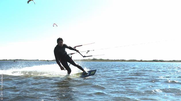 Des vacances kitesurf de rêve pour naviguer sur l'étang de Thau