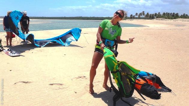 Viriginie vous attend sur la lagune de Lagoinha pour vous faire progresser en kite surf