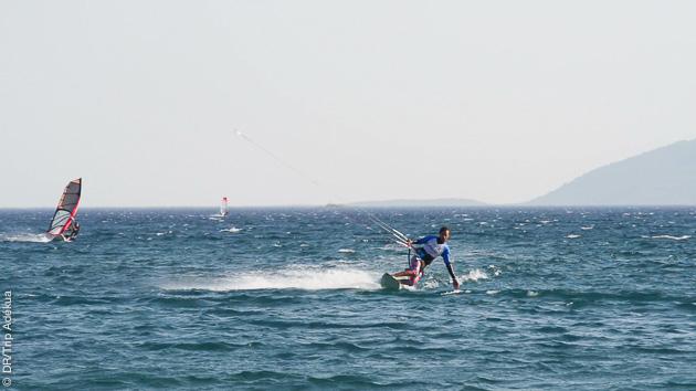Conditions idéales pour apprendre et progresser en kitesurf, spot de Datça, Turquie