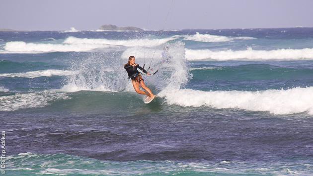 odile vous fait la démo de kite strap less à Kite Beach le spot de Sal