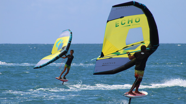 Une session de wingfoil pendant votre séjour kitesurf en Polynésie