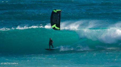 votre stage de kitesurf dans les vagues de cape town en afrique du sud
