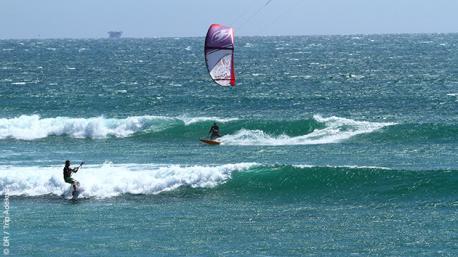 Initiation ou perfectionnement au waveriding sur les spots de kite du North Shore péruvien