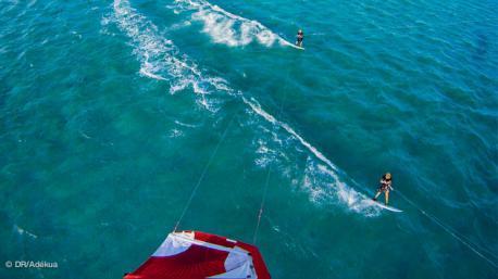 Tirer des bords de kitesurf sans fin sur un lagon de l'ile Maurice