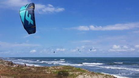 Progressez en vagues sur le spot de Santa Veronica en Colombie