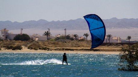 Venez naviguer en kite sur le spot de Wadi Lahami en mer Rouge