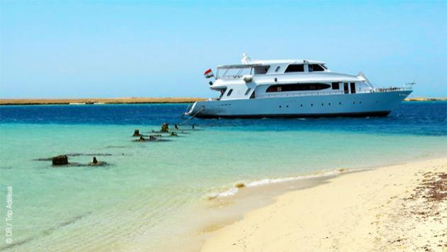 Vous naviguez d'ile en île sur les spots de kite de la Mer Rouge, au départ d'Hurghada en mai 2017