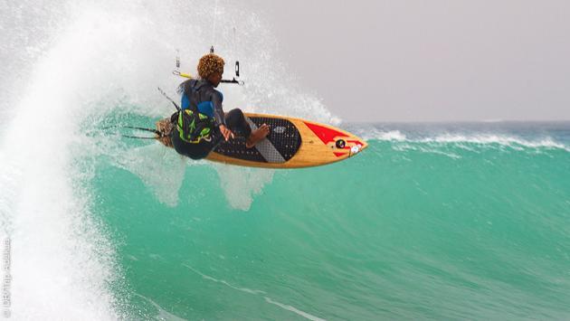 et pourquoi pas un stage pour apprendre le kite dans les vagues au Cap Vert ?