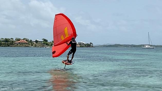 Découvrez le wingfoil en Martinique pendant vos vacances aux Caraïbes