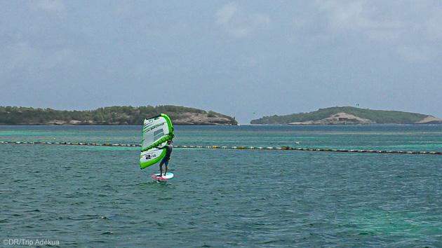 Découvrez le wingfoil dans les meilleures conditions en Martinique